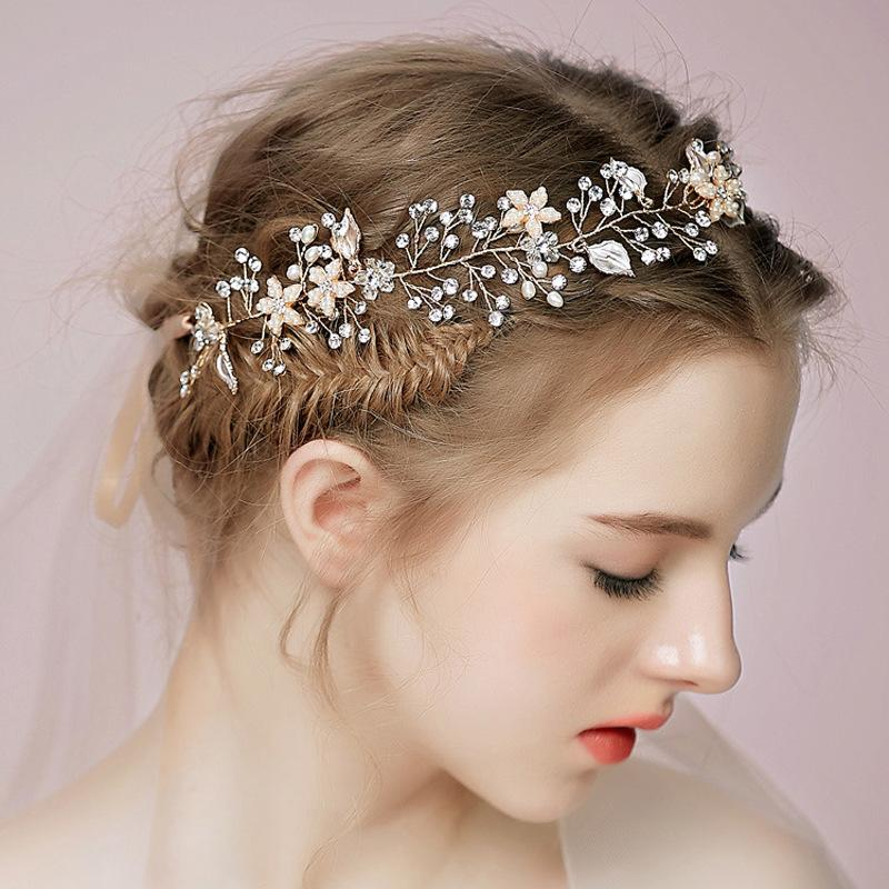 What Kind of Hair Accessories Are You Prefer To Choose: A Complete Wedding Menu
