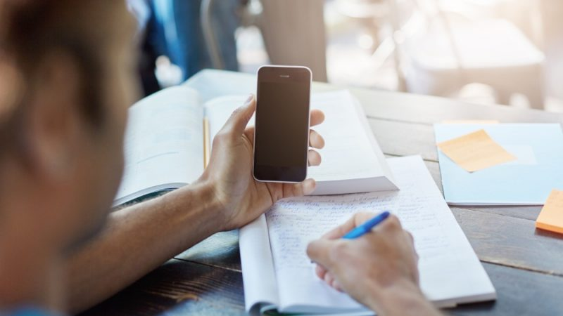 5 Best Ways to Improve Learning With The Help of Smartphones
